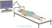心電図検査を受ける男性のイラストが無料